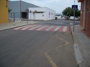 En les entrades del poble es van instal·lar limitador de velocitat.