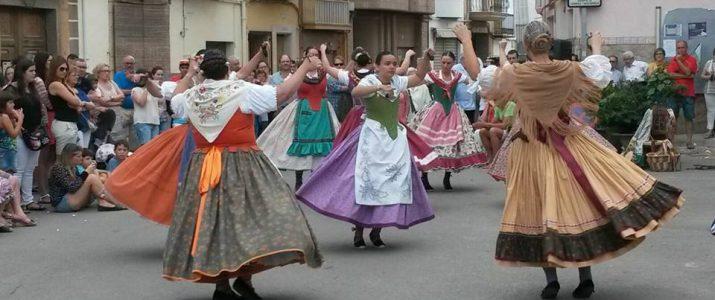 Grupo de danses Rabalaire en plena actuació en Festes 2015
