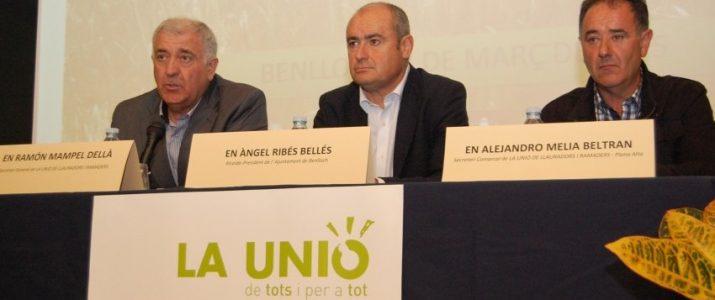 LAlcalde de Benlloch, Ángel Ribes; el secretari general de la Unió, Ramón Mampel i el secretari comarcal en la Plana Alta de la Unió, Alejandro Meliá