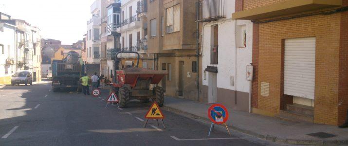 Treballs de senyalizació de les obres de substitució de la xarxa de subministre d'aigua potable a Benlloch