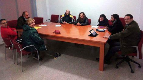 El regidor de Foment, l'Alacalde, els torroners, la fornera, la coordinadora de la Mostra i membres d'associacions locals reunits a l'Ajuntament