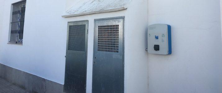 Benlloc instal·la un punt de recàrrega per a vehicles elèctrics