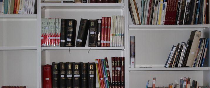 La biblioteca adquireix els llibres oblogatoris d'ESO i BAT