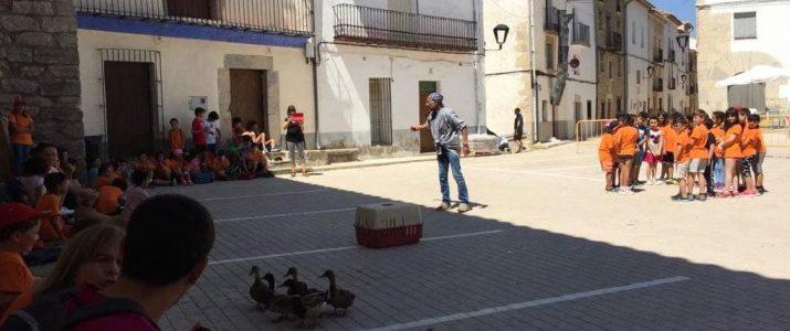 Xiquetes i xiquets de Benlloc celebren la fi de curs a Ares