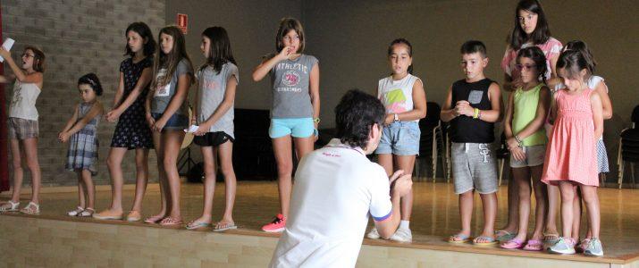 Actuació de l'escola d'estiu de Benlloch al festival de guitarra